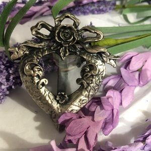 Heart 💜 and Rose Picture Brooch 🌹